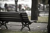 Просто скамейке в парке — Стоковое фото