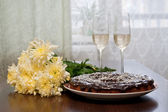 Egozite pie, flowers and champagne — Stock Photo
