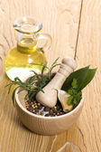 Mortar and pestle, with fresh herbs — Stock Photo
