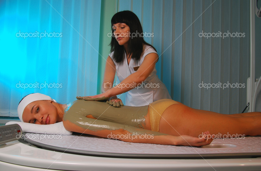 A sea mud full body wrap being applied to the body at a luxury spa — Stock Photo #2569663