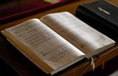Ouvrir la bible — Photo