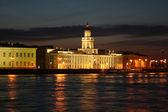 Здание Кунсткамеры белой ночью — Stock Photo