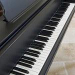 Black grand piano — Stock Photo