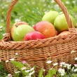 Flowers and apples — Stock Photo