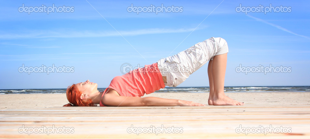 Young woman working out on the beach — Stock Photo #1814512
