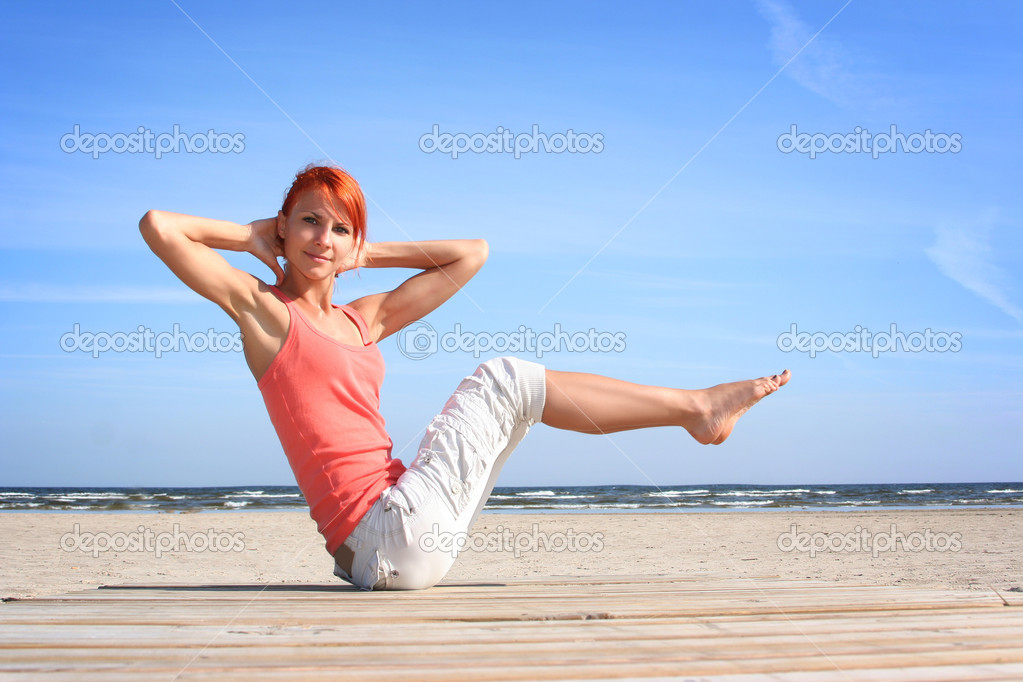 Young woman working out on the beach — Stock Photo #1814571