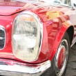 Rotes retro Auto — Stockfoto