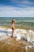 Young woman and sea — Stock Photo