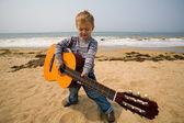 Küçük gitarist — Stok fotoğraf