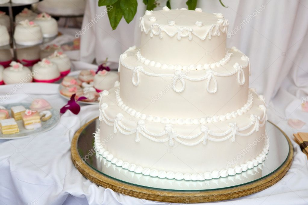 Three tiered wedding cake with white icing — Stock Photo #1807349