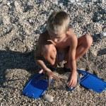 Boy found starfish — Stock Photo #2354135