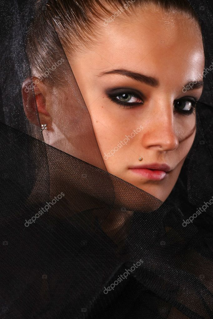 Portrait of beauty woman in black veil — Stock Photo #2003928