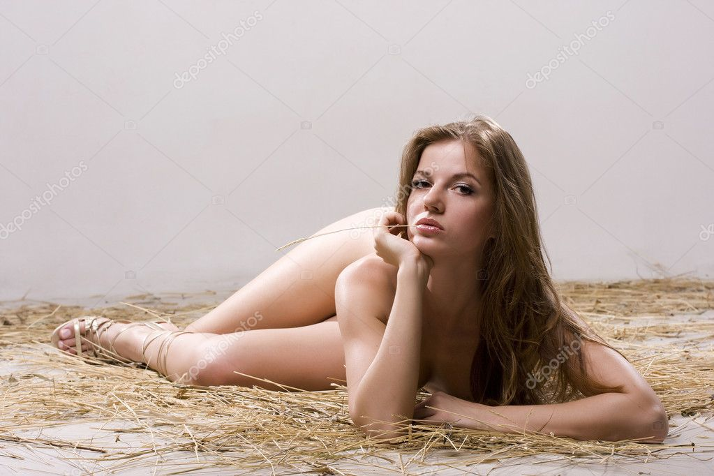 Young beautiful naked woman lying on the straw  — Stock Photo #2498755