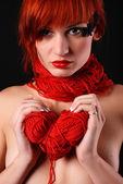 Vrouw met rode schoothoek — Stockfoto