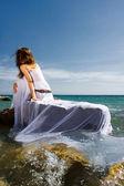 Kadın ve deniz plaj — Stok fotoğraf