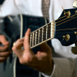 Musicus spelen gitaar — Stockfoto