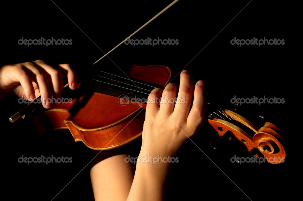 Musician playing violin isolated on black — Photo #2042459