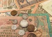Notas e moedas — Fotografia Stock