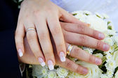 Man and woman wedding hands — Stockfoto