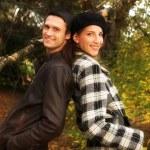 mooie paar in herfst park — Stockfoto