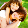 Mother and daughter in park - Foto Stock