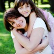 Mother and daughter in park - Stockfoto