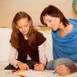 Mother and her daughter drawing. — Stockfoto