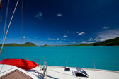 Catamarn nel mare tropicale — Foto Stock