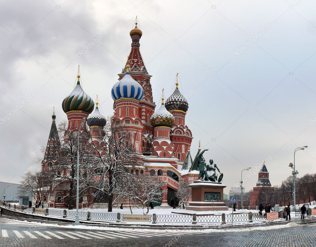Vasily the blissful Cathedral in Moscow's red square — Stock Photo #1812587