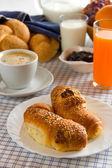 Croissanter till frukost — Stockfoto