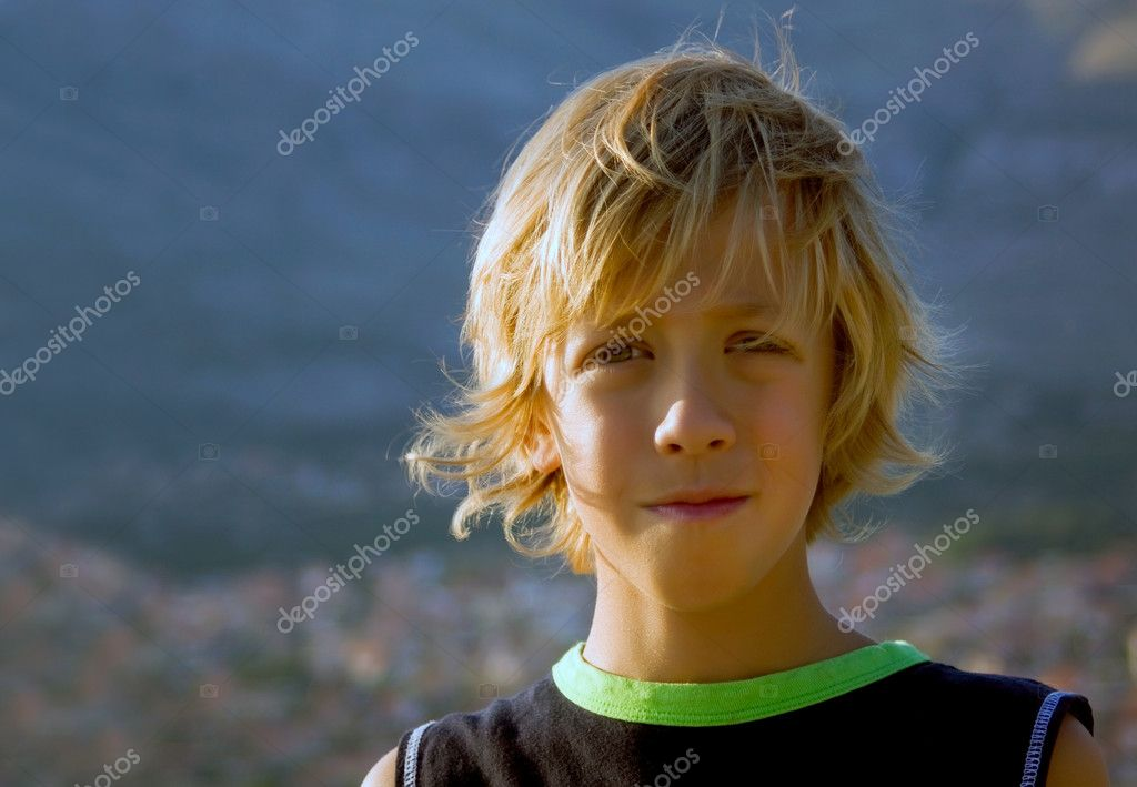 Beautiful young boy with long blond hair — Stock Photo #1805582