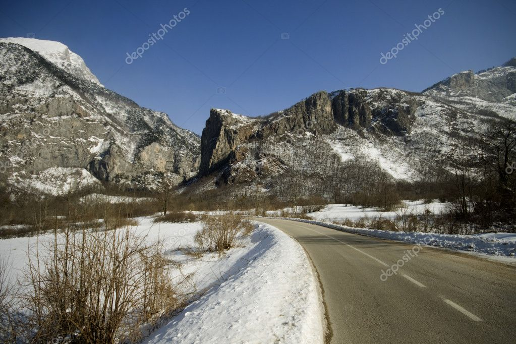 Mountain road near Tjentiste in Bosnia and Herzegovina — Stock Photo #2066420