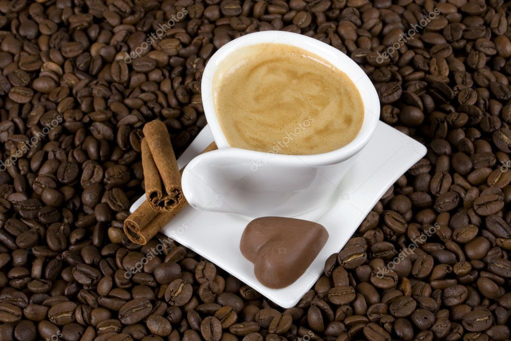 Cuo of espresso coffe with heart shaped chocolate candy — Stock Photo #2066485