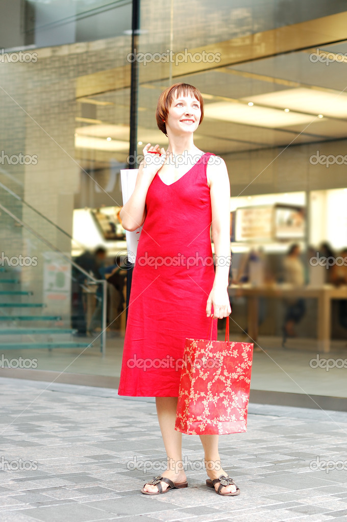 Beautiful young woman spend the time in shopping — Stock Photo #1817852