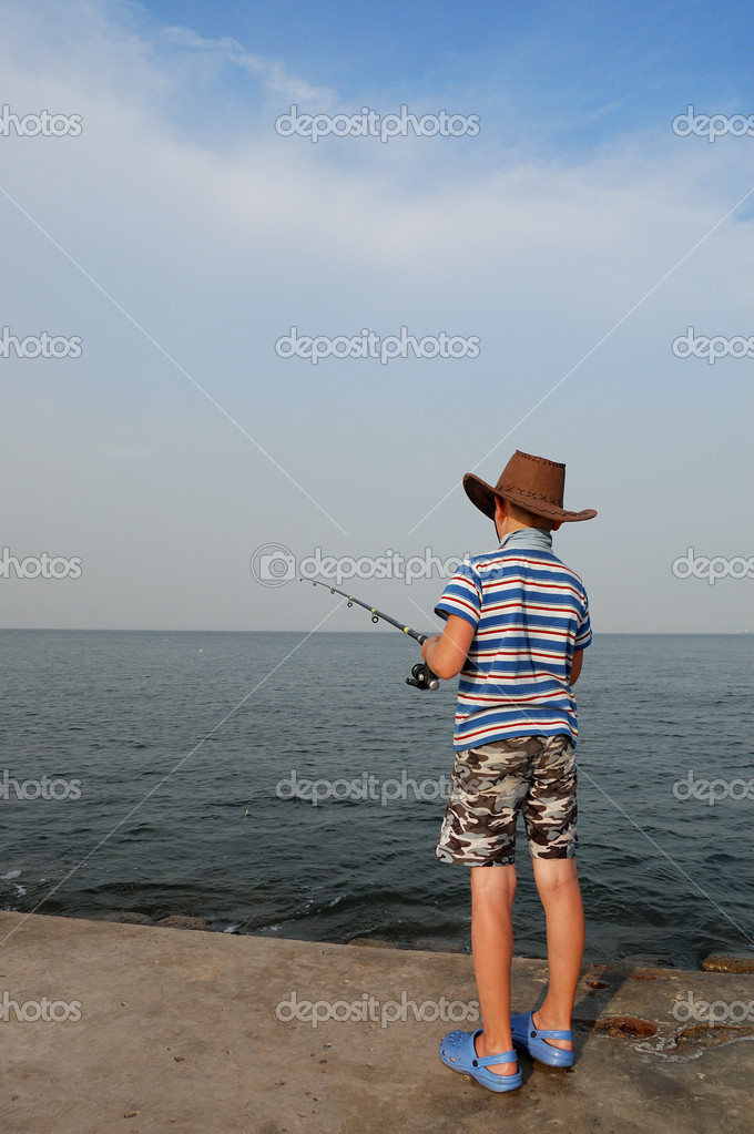 Little boy fishing on the sea pier — Stock Photo #1838264