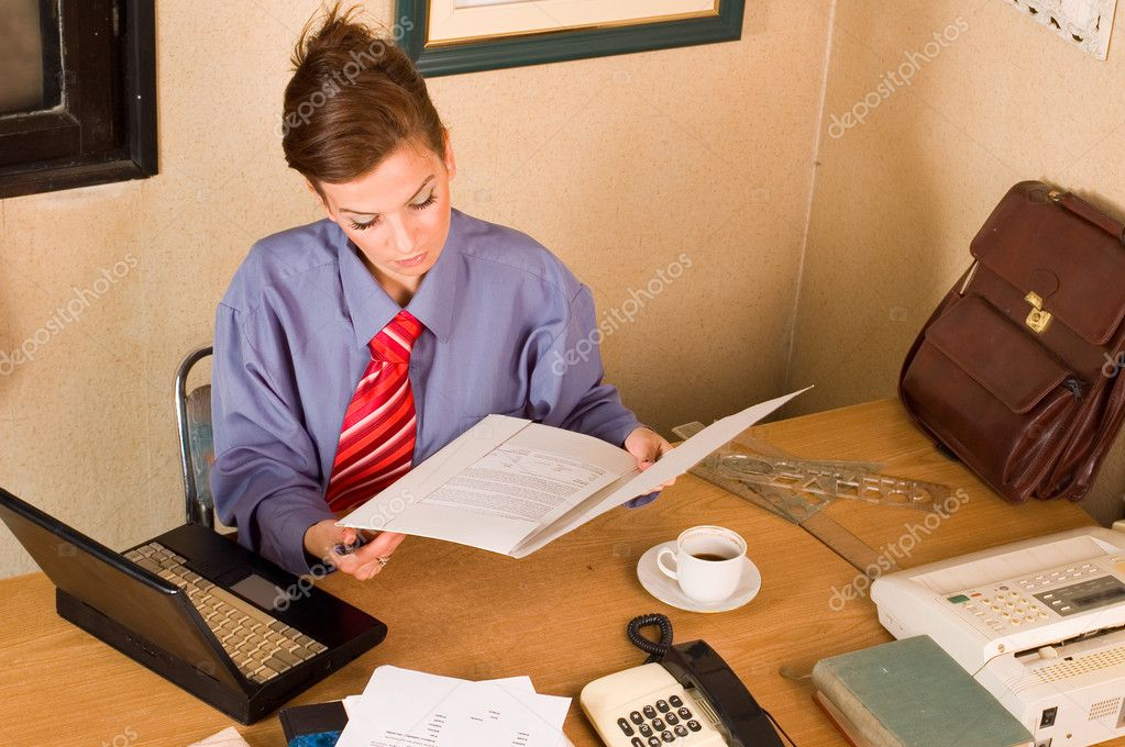Confident elegance business woman manageress holding  documents — Stock Photo #1952445