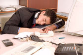Businessman sleeping at office — Stockfoto
