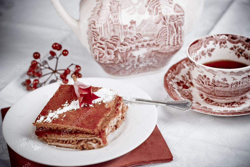 Download - Raspberry cake and tea — Stock Image #1792398