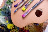 Painting palette amnd brushes — Stock Photo