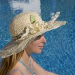 Woman in straw hat at pool — Stock Photo