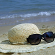 The straw hat and Sunglasses — Stock Photo