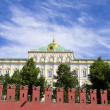 Kremlin Palace behind Kremlin wall — Stock Photo