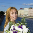 Woman runs with Bouquet — Stock Photo #1783096