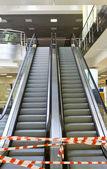 Vide escalator menant vers le haut — Photo