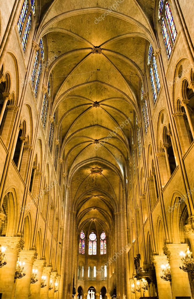 Interior of the church Notre Dame  de paris — Stock Photo #1818224