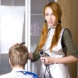Pretty woman hairdresser cuts client — Stock Photo