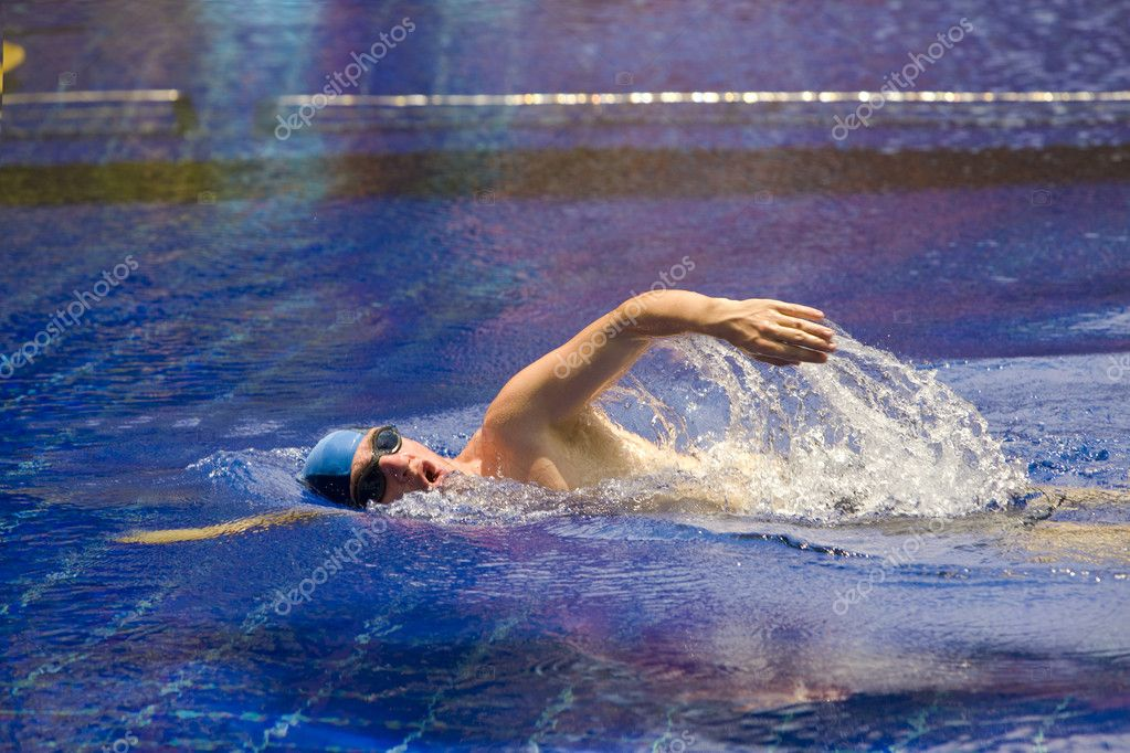 The young sports swimmer in pool — Stock Photo #2533221