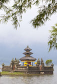 Temple on lake Beratan, Bali,Indonesia — Foto de Stock