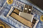 Usb in jeans pocked — Stockfoto
