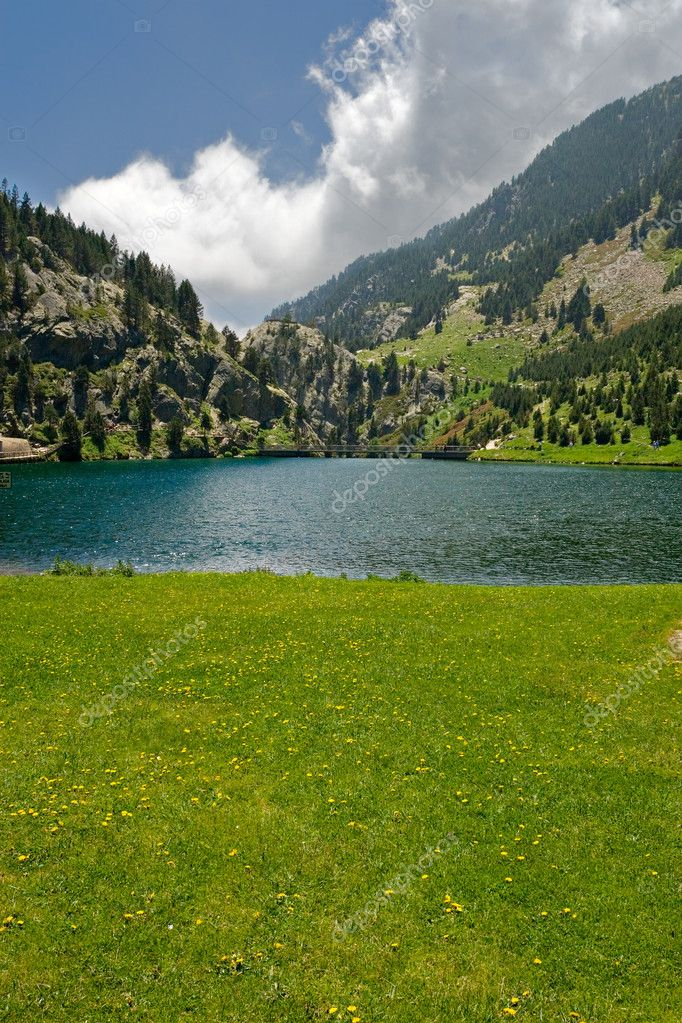 Vall de Nuria lake  in the catalan pyrenees, Spain — Stock Photo #1809227